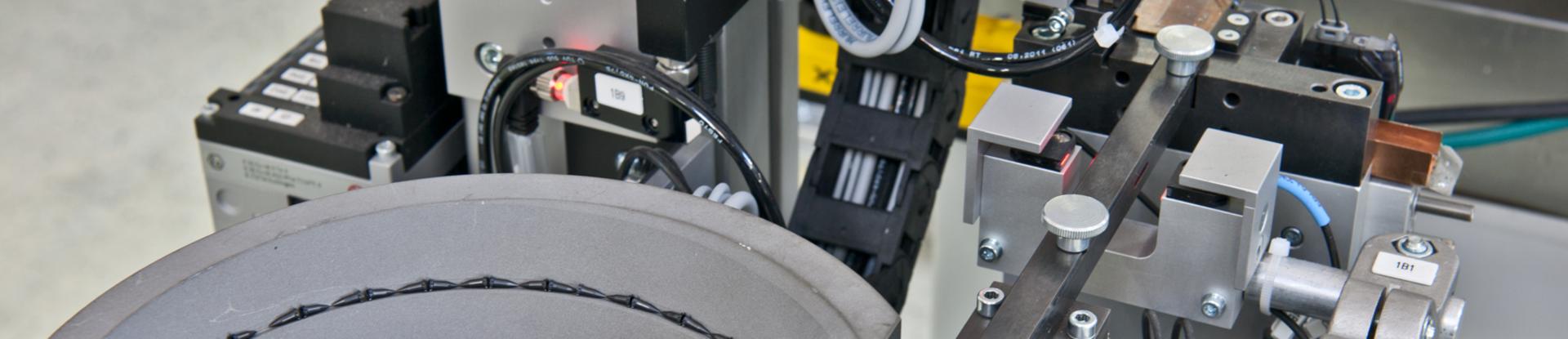 Automatisierte Teilezuführung zur Umspritzung